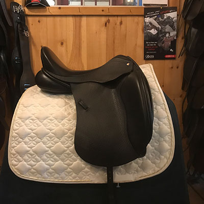 "Detente Dressage Saddle-Medium Wide-17.5""- Black"